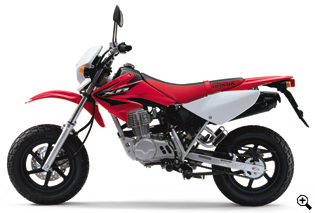 xr100-motard_style_photo_01